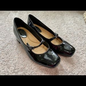 Earth Nightingale patent leather shoes